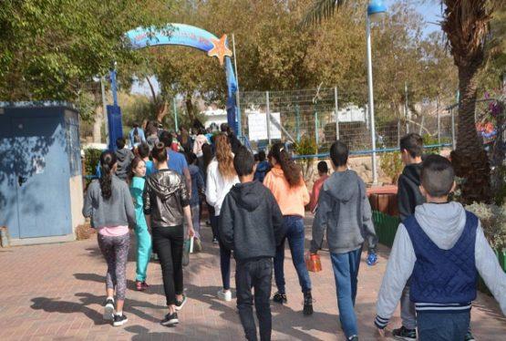 Dimanche (29/11), 400 000 élèves de Kita Youd à Youd Bet(seconde à terminale) reprennent le chemin de l'école dans les zones vertes et jaunes (à faible taux de contamination). Les élèves de Kita Zayin à Tet(5ème à 3ème)-au nombre de 423000- reprendront, quant à eux, dimanche 6.12.2020. En raison de la pandémie du Covid et […]